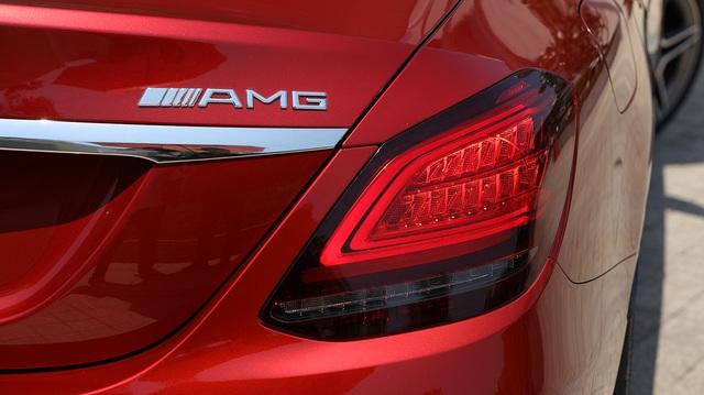 Mercedes-Benz C 180 AMG giá 1,5 tỷ đồng - tăng áp lực cho BMW 3-Series - 6