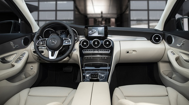Mercedes-Benz C 180 AMG giá 1,5 tỷ đồng - tăng áp lực cho BMW 3-Series - 8
