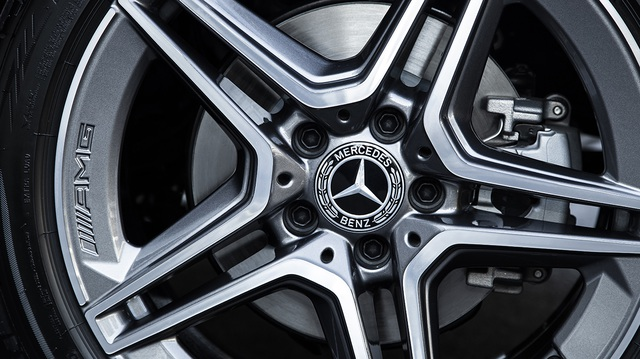 Mercedes-Benz C 180 AMG giá 1,5 tỷ đồng - tăng áp lực cho BMW 3-Series - 7