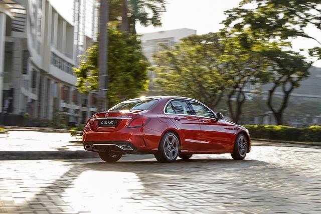 Mercedes-Benz C 180 AMG giá 1,5 tỷ đồng - tăng áp lực cho BMW 3-Series - 5
