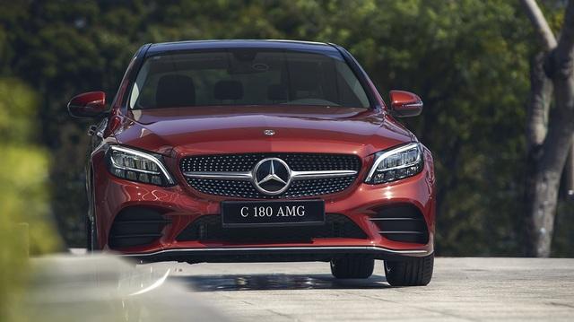 Mercedes-Benz C 180 AMG giá 1,5 tỷ đồng - tăng áp lực cho BMW 3-Series - 3