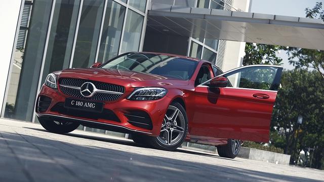 Mercedes-Benz C 180 AMG giá 1,5 tỷ đồng - tăng áp lực cho BMW 3-Series - 4