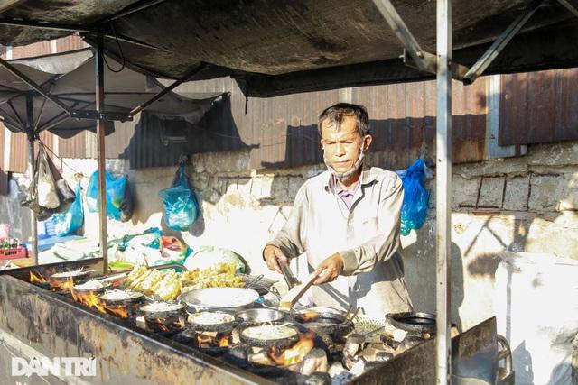 Bươn chải đủ nghề, người đàn ông chọn bán bánh xèo nuôi 3 con ăn học - 1