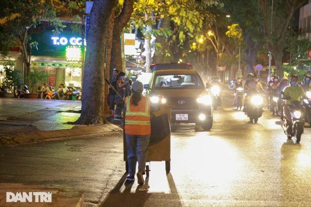 Nữ công nhân vệ sinh: Ngày 8/3 rác chắc sẽ nhiều hơn, việc vất vả hơn - 10