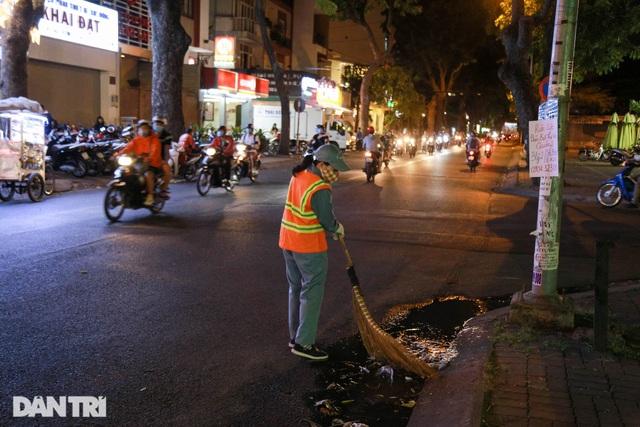 Nữ công nhân vệ sinh: Ngày 8/3 rác chắc sẽ nhiều hơn, việc vất vả hơn - 2