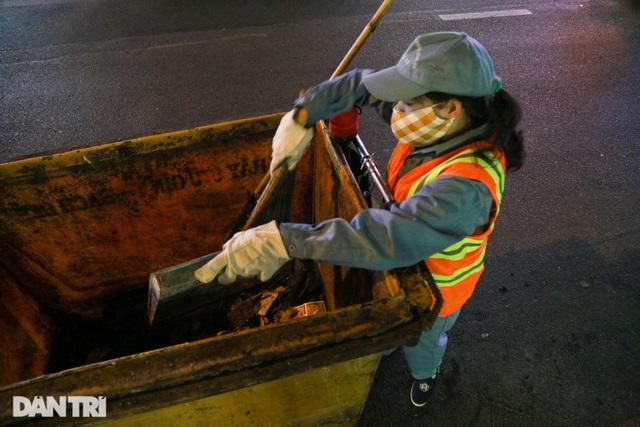 Nữ công nhân vệ sinh: Ngày 8/3 rác chắc sẽ nhiều hơn, việc vất vả hơn - 4