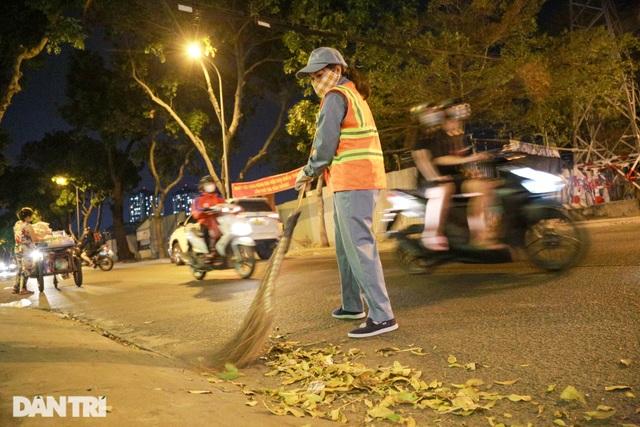 Nữ công nhân vệ sinh: Ngày 8/3 rác chắc sẽ nhiều hơn, việc vất vả hơn - 9