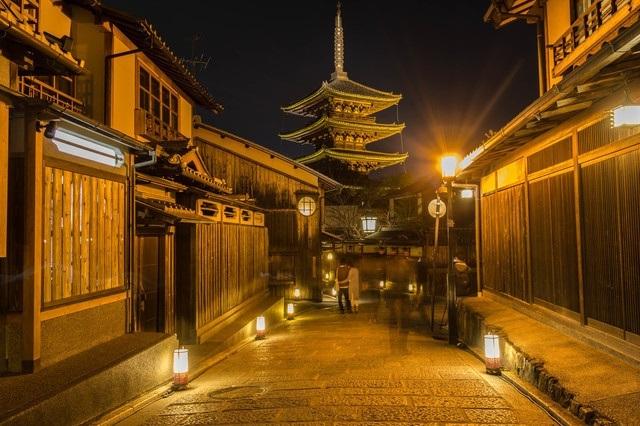 Tháng ba, về Kyoto bước đi trên con đường hoa và ánh sáng - 1