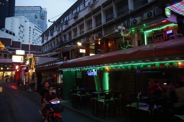 Phố đèn đỏ nổi tiếng ở Thái Lan lao đao như đang hấp hối vì dịch bệnh - 3