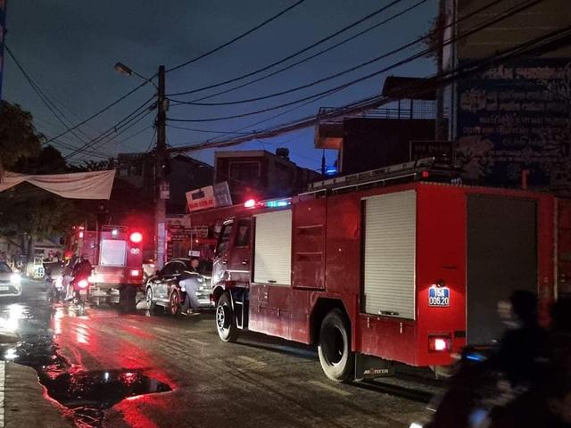Cháy lớn cửa hàng đèn trang trí ở Hải Phòng - 3