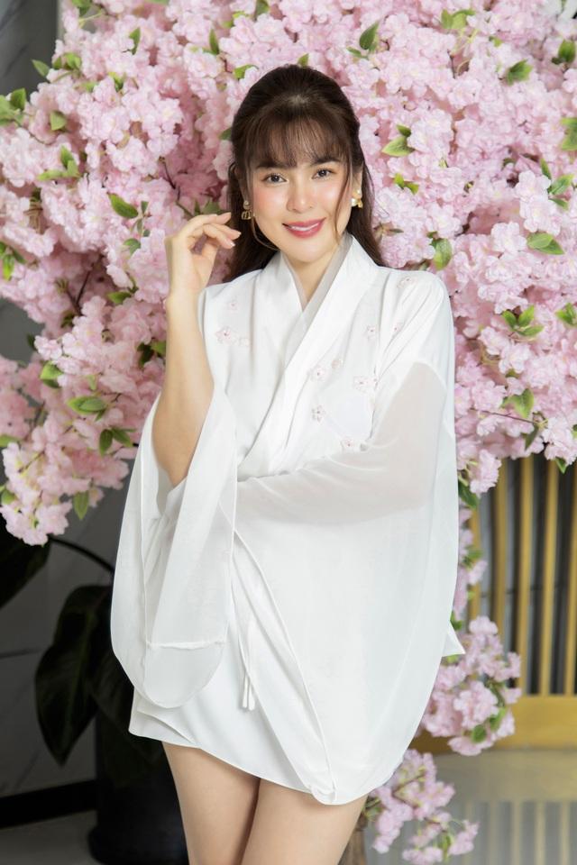Phương Lê trẻ trung với váy trắng - 2