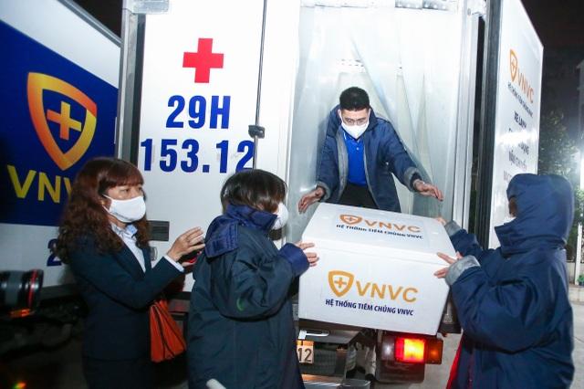 Hải Dương, Hà Nội, TPHCM lần lượt tiêm những mũi vắc xin Covid-19 đầu tiên - 2