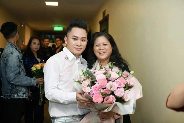 Tùng Dương: Vợ giúp tôi bớt cực đoan, bảo thủ - 2