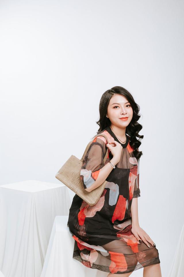 Ngọc Quyên Shop chia sẻ chọn màu túi phù hợp với trang phục - 3