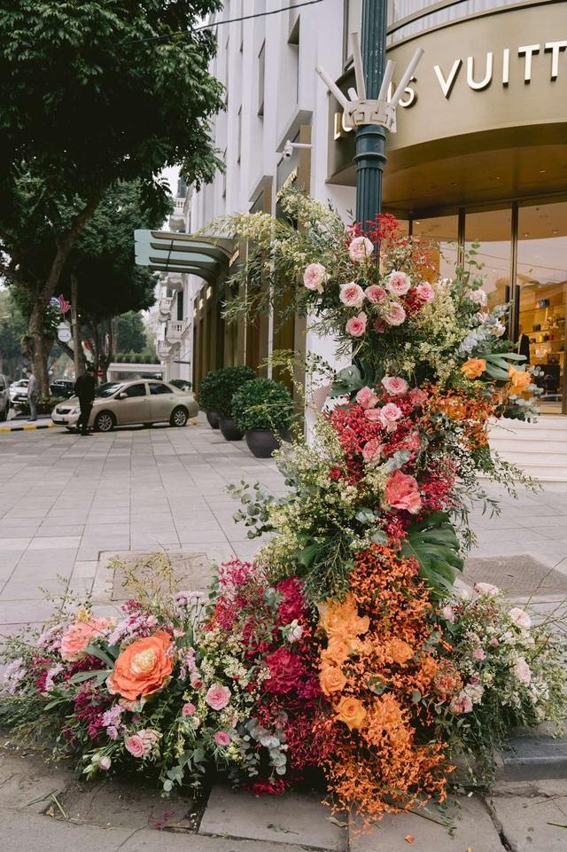 Hơn 100 cột đèn nở hoa giữa trung tâm Hà Nội - 6