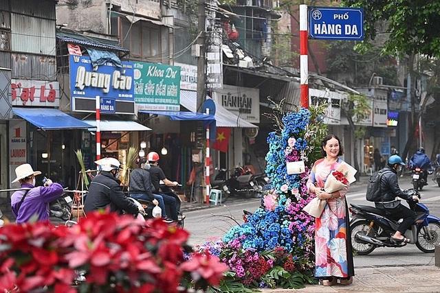Hơn 100 cột đèn nở hoa giữa trung tâm Hà Nội - 10