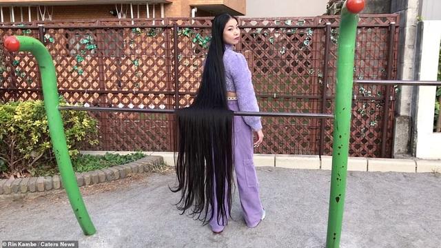 Cô gái 15 năm không cắt tóc - 2