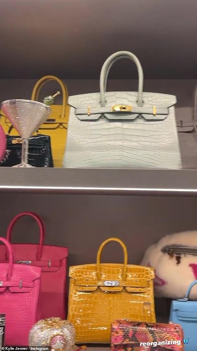 Kylie Jenner khoe tủ đồ hiệu triệu đô - 3