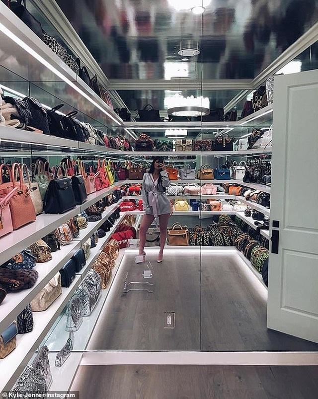 Kylie Jenner khoe tủ đồ hiệu triệu đô - 5