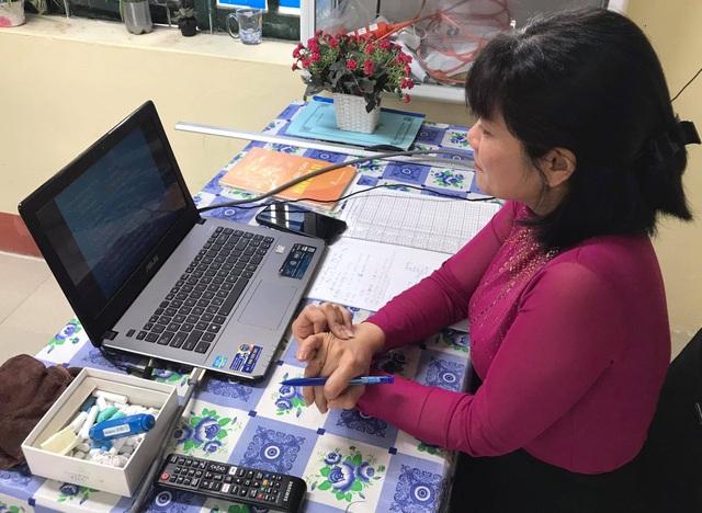 Chuyện dạy online giờ mới kể: Thầy cô chật vật gấp đôi, gấp ba - 1