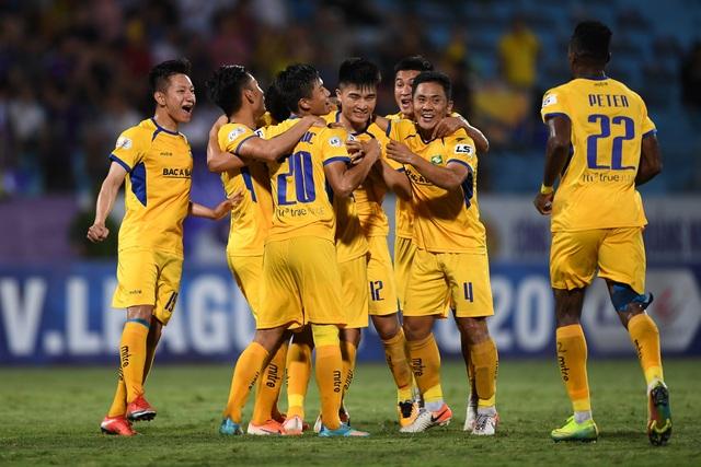 V-League trở lại, cầu thủ không được ăn mừng bàn thắng quá mức - 1