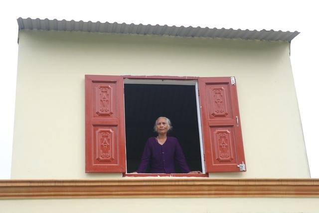 Cụ bà Quảng Bình nhanh chân chạy lũ: Có nhà ni gia đình tui thoát chết - 2