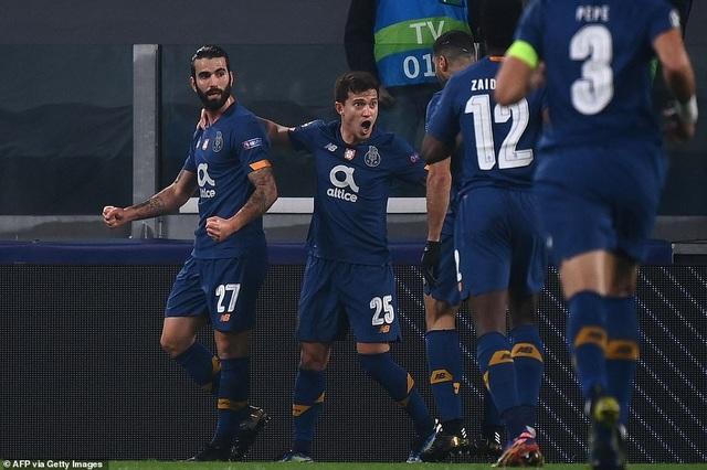 C.Ronaldo bất lực nhìn Juventus bị loại cay đắng dưới tay Porto - 4