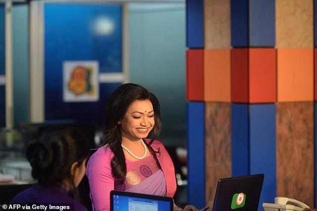 MC chuyển giới đầu tiên xuất hiện trên bản tin truyền hình của Bangladesh - 1