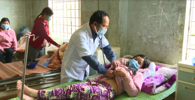 Vụ 2 người tử vong ở Kon Tum vì mắc bệnh lạ: Nghi ngộ độc thực phẩm - 1