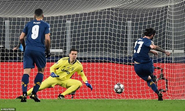 C.Ronaldo bất lực nhìn Juventus bị loại cay đắng dưới tay Porto - 1