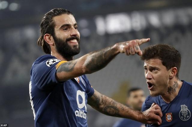 C.Ronaldo bất lực nhìn Juventus bị loại cay đắng dưới tay Porto - 2