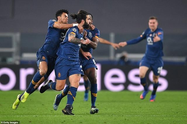 C.Ronaldo bất lực nhìn Juventus bị loại cay đắng dưới tay Porto - 14