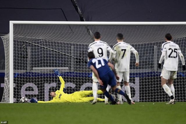 C.Ronaldo bất lực nhìn Juventus bị loại cay đắng dưới tay Porto - 13