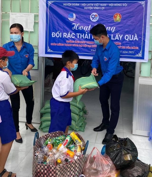 Thiết thực chương trình Đổi rác thải nhựa lấy gạo của tuổi trẻ Bạc Liêu - 3