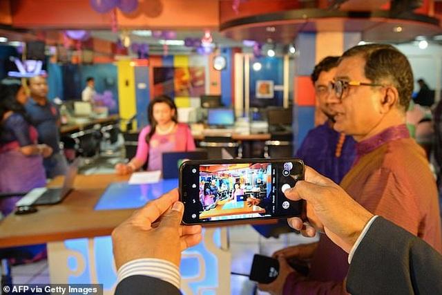 MC chuyển giới đầu tiên xuất hiện trên bản tin truyền hình của Bangladesh - 6