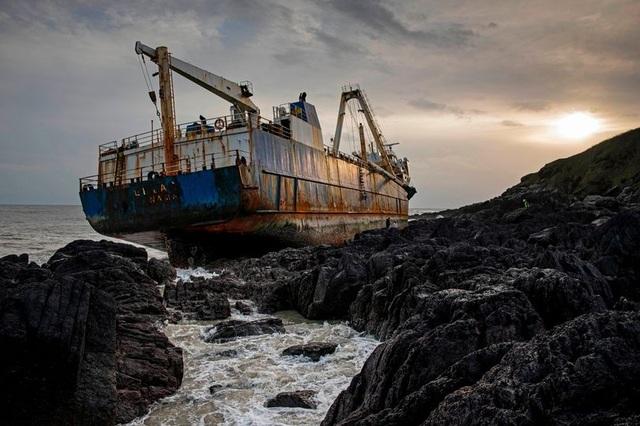 Bí ẩn con tàu ma không thủy thủ dạt vào bờ biển - 1