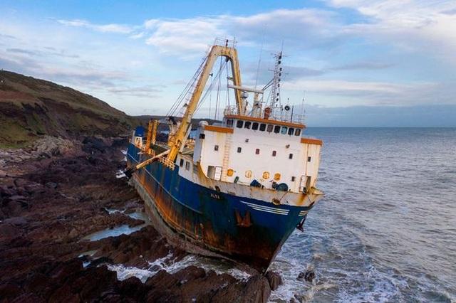 Bí ẩn con tàu ma không thủy thủ dạt vào bờ biển - 2