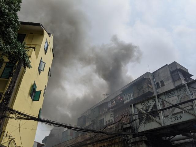 Hà Nội: Cháy nhà trên phố cổ, 1 người bị bỏng - 1