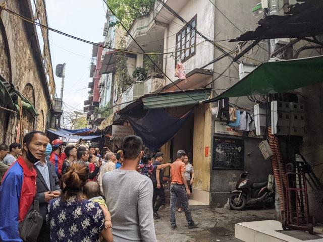 Hà Nội: Cháy nhà trên phố cổ, 1 người bị bỏng - 2