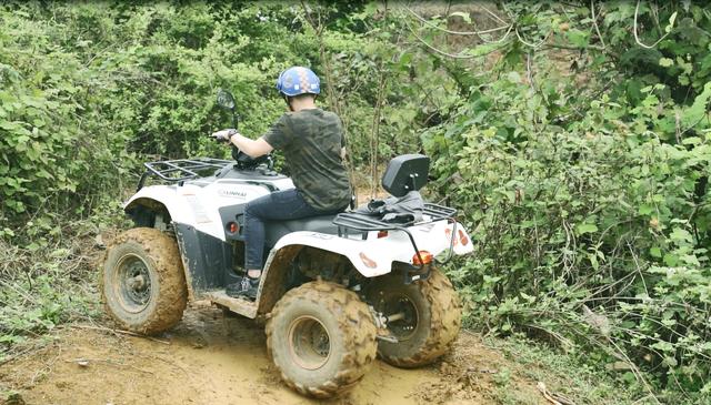 Du khách cưỡi quái thú vượt dốc, băng rừng ở ngoại ô Hà thành - 7