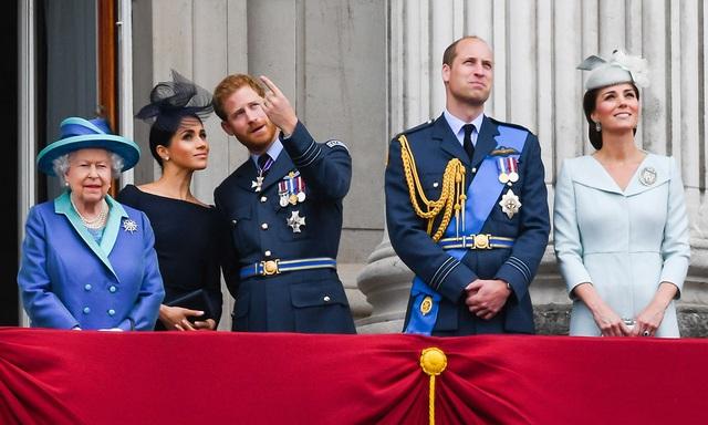 Công ty hoàng gia Anh:  Khi tình thân luôn xếp sau nghĩa vụ - 2