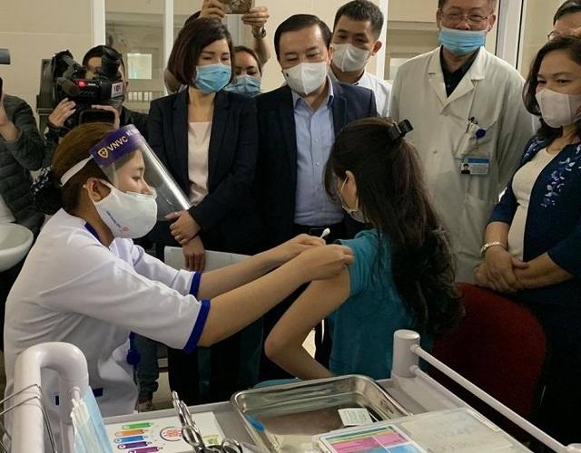 Hà Nội: Sức khỏe của những người đầu tiên tiêm vắc xin Covid-19 ra sao? - 3
