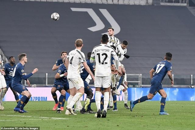 C.Ronaldo bất lực nhìn Juventus bị loại cay đắng dưới tay Porto - 15