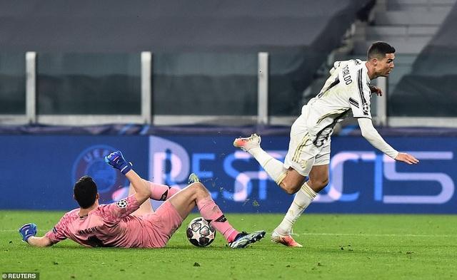 C.Ronaldo bất lực nhìn Juventus bị loại cay đắng dưới tay Porto - 11