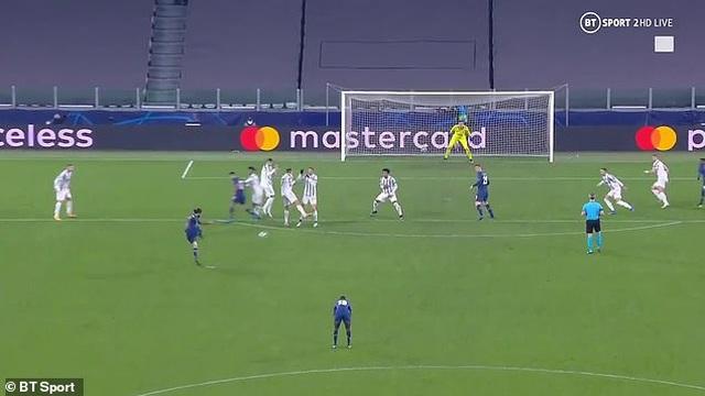 C.Ronaldo mắc lỗi khiến Juventus bị loại đau đớn trước Porto - 1