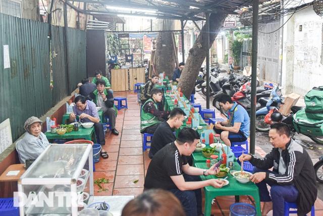 Đặc sản khách Tây khóc thét, người Việt chen chân xếp hàng thưởng thức - 3