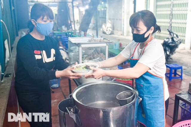 Đặc sản khách Tây khóc thét, người Việt chen chân xếp hàng thưởng thức - 8