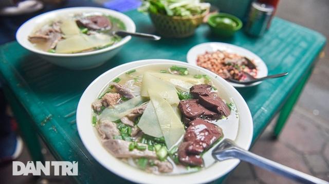 Đặc sản khách Tây khóc thét, người Việt chen chân xếp hàng thưởng thức - 9