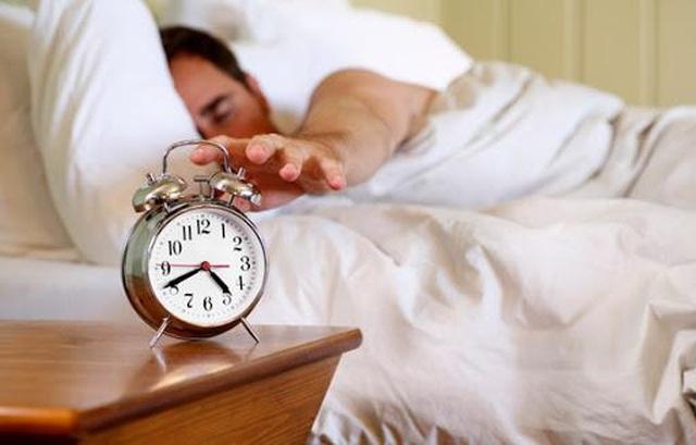 10 mẹo đơn giản giúp thức dậy sớm và bắt đầu ngày mới nhiều năng lượng - 1