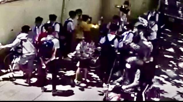 Công an vào cuộc vụ nam sinh lớp 8 bị đánh hội đồng trước cổng trường - 1